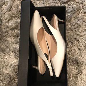 Tahari white kitten heel sling back NWB 8.5